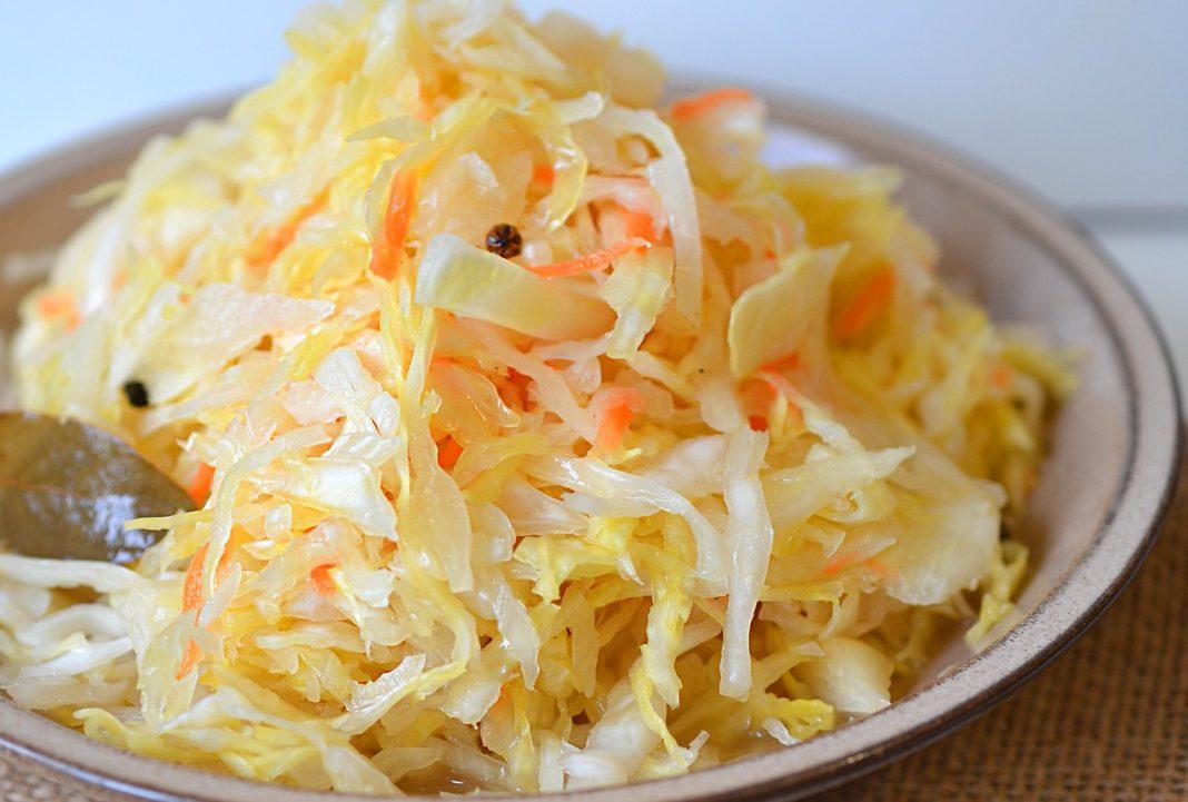 Kütükler lezzetli ve sağlıklı: tuzsuz lahana turşusu, reçete için reçete