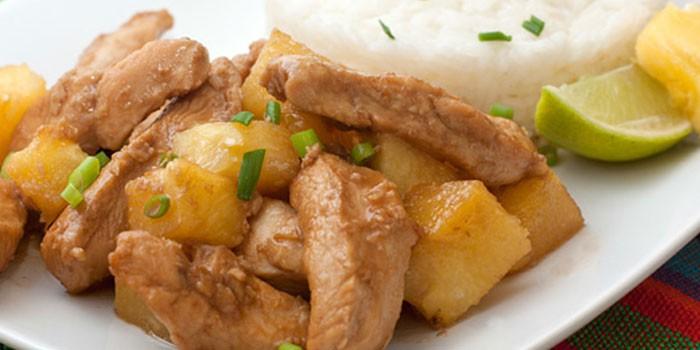 Çok değişkenli ananaslı tavuk: leziz yemekler için tarifler