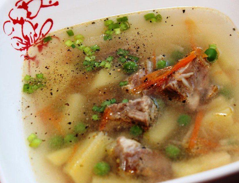 Lenten çorbası, fasulye ile lezzetli ve sağlıklı bir yemektir
